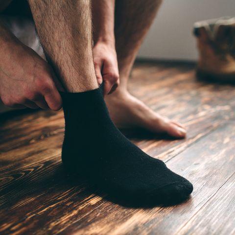 Was ein Mann aus China mit seinen Socken täglich macht, ist ekelerregend.