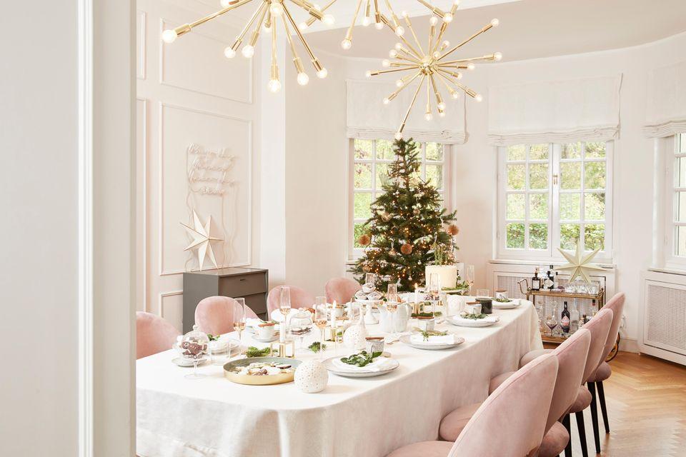 Moderne Weihnachts-Dekoration: Delia Fischer kombiniert moderne Elemente mit stilvollen Klassikern.