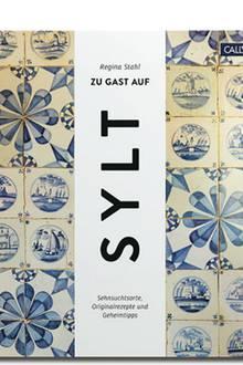 """Die ehemalige """"Vogue""""-Redakteurin und Sylt- Kennerin Regina Stahl hat für dieses Buch Originalrezepte ihrer Lieblingsrestaurants von Westerland bis Kampen zusammengetragen, mit denen man sich das Insel-Feeling nach Hause holt. Geheimtipps und Friesen-Anekdoten gibt es on top (""""Zu Gast auf Sylt"""", Callwey Verlag, 192 S., 39,95 Euro)"""
