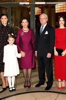 18. Dezember 2018  Königin Silvia feiert am 23. Dezember ihren 75. Geburtstag. Doch schon heute beginnen in Schweden die Feierlichkeiten. Beim Geburtstags-Empfang imOscarsteatern in Stockholm hat die Königin ihre Familie um sich versammelt. Neben Prinz Daniel, Prinzessin Victoria, Prinzessin Estelle, König Carl Gustaf, Prinzessin Sofia, Prinz Carl Philip sind auch Prinzessin Madeleine und Chris O'Neill angereist.