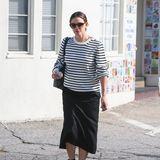 Kurz bevor es auf den Red Carpet geht, zieht Jennifer Garner dem eleganten Kleid jedoch gemütliche Klamotten vor. Geschminkt wird sich auch nicht. Lieber setzt die Schauspielerin eine Sonnenbrille auf und versteckt so ihren No-Make-up-Look.