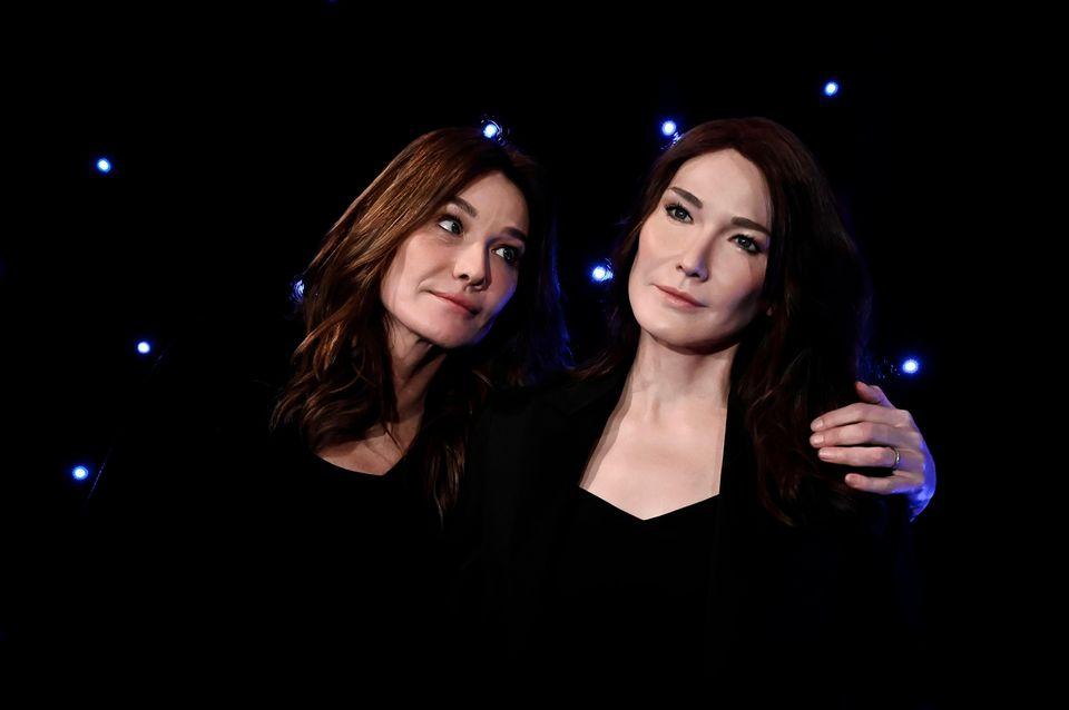 Im Wachsfigurenkabinett Musée Grévinin Paris trifft das ehemalige ModelCarla Bruni auf die ihr nachgestellte Wachsfigur. Der schmachtende Blick der Sängerin scheint zu sagen: Die gefällt mir!