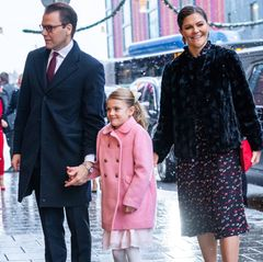 Prinzessin Victoria ist mitPrinz Daniel und Prinzessin Estelle auf dem Weg zum Geburtstagsempfang ihrer Mutter Königin Silvia.