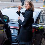 Prinzessin Madeleine verlässt gut gelaunt die Veranstaltung.