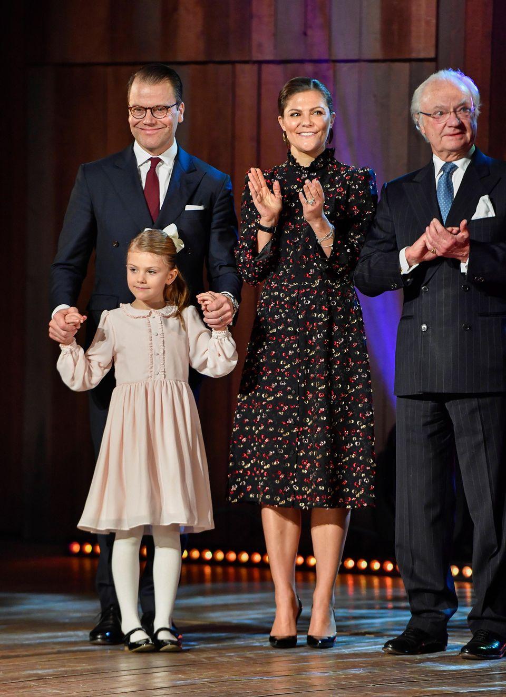 Auf der Bühne fühlt sich Estelle am sichersten an Papa Daniels Hand.