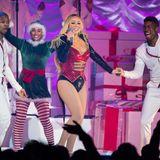 2018  Es wird wieder (k)nackig: Mariah Carey performt erneut in einem knappen Kostüm à la Nussknacker.