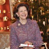 19. Dezember 2018  Vor dem geschmückten Weihnachtsbaum empfängt Königin Silvia die Gäste zu der Feieranlässlich ihres 75. Geburtstags.
