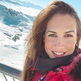 """""""Beginne jeden Tag mit einem Lächeln"""", postet Clea-Lacy Juhn vor wunderschöner Schneekulisse in Kitzbühel."""