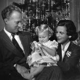 1953  König Leopold von Belgien feiert mit seiner Frau Prinzessin Lilianund der gemeinsamen Tochter Prinzessin Marie-Christine Weihnachten.
