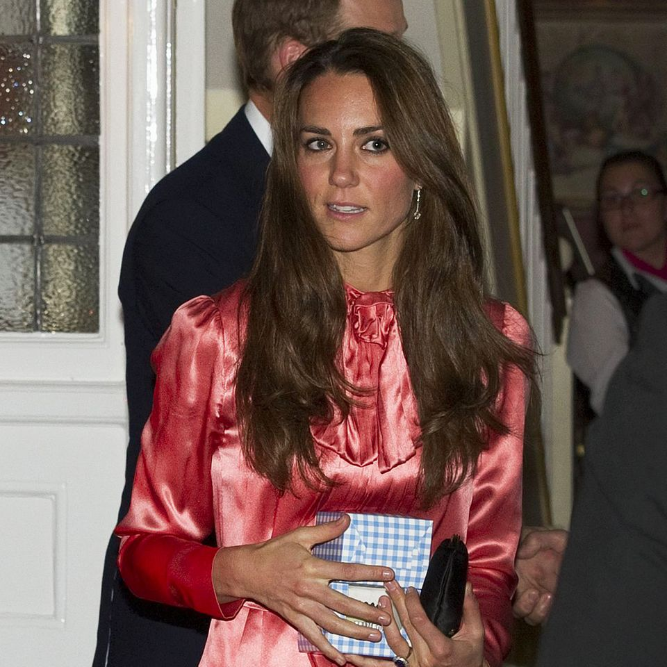 Pretty in Pink: Herzogin Catherine trägt im Juni 2011 zum ersten Mal dieses hübsche Stella McCartney Kleid.