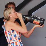 27. Mai 2018  Fürstin Charléne macht es vor: Das schönste an einem Formel-1-Rennen ist doch immer die Siegerehrung. Da gibt es lecker Champagner aus übergroßen Flaschen.