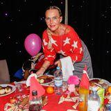 Auch Natascha Ochsenknecht ist einer der ehrenamtlichen Helfer bei dem traditionellen Weihnachtsessen von Frank Zander.
