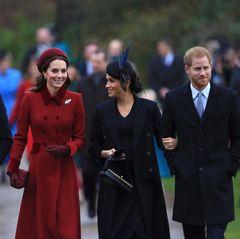 """Und da sind sie! Die """"Fab4"""" zusammen mit Prinz Charles strahlen am Christmas Day schönste Eintracht aus."""