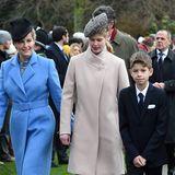 Erstaunlich, wie groß Lady Louise schon geworden ist. Mittlerweile überragt sie ihre Mutter Sophie selbst mit flachen Schuhen schon.
