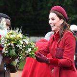 Herzogin Catherine kann sich vor Blumengrüßen kaum retten.
