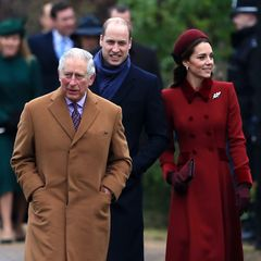 Prinz Charles ist ohne seine Camilla gekommen, die Herzogin liegt immer noch mit schwerer Erkältung im Bett.