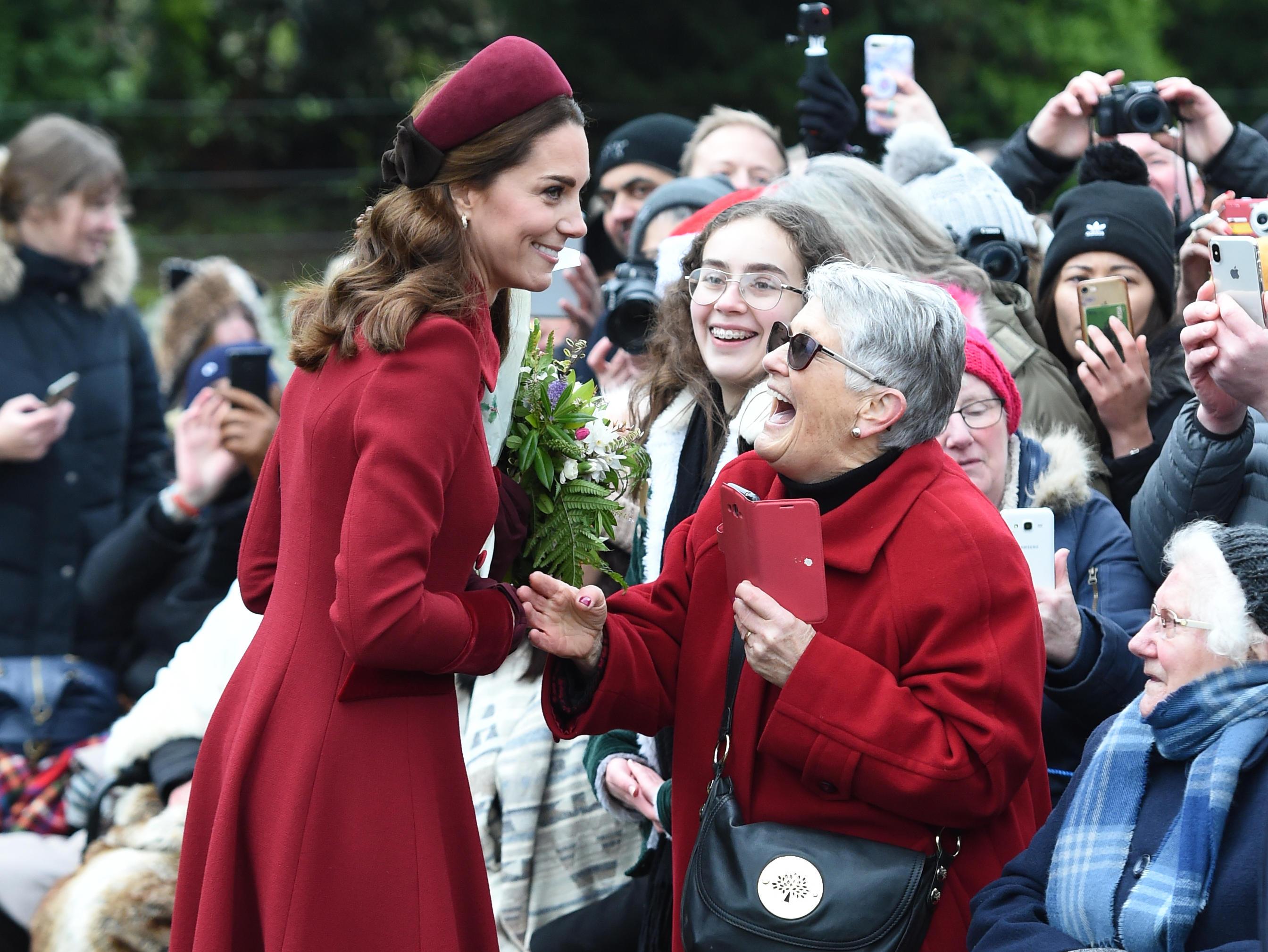 Herzogin Catherine plaudert mitJill Lee über den Weihnachtsmorgen.