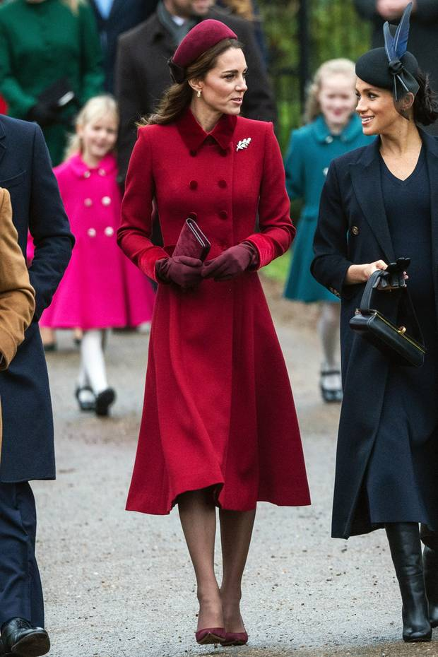 kate middleton in rote jacke beim joggen