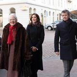 25. Dezember 2018  Ein paar hundert Kilometer weiter südlich im dänischen Aarhus liegt zwar keine Schnee mehr, aber auch dort hat sich die Königsfamilie mit Margrethe, Mary, Frederik, Joachim und Marie zum weihnachtlichen Gottesdienst aufgemacht.