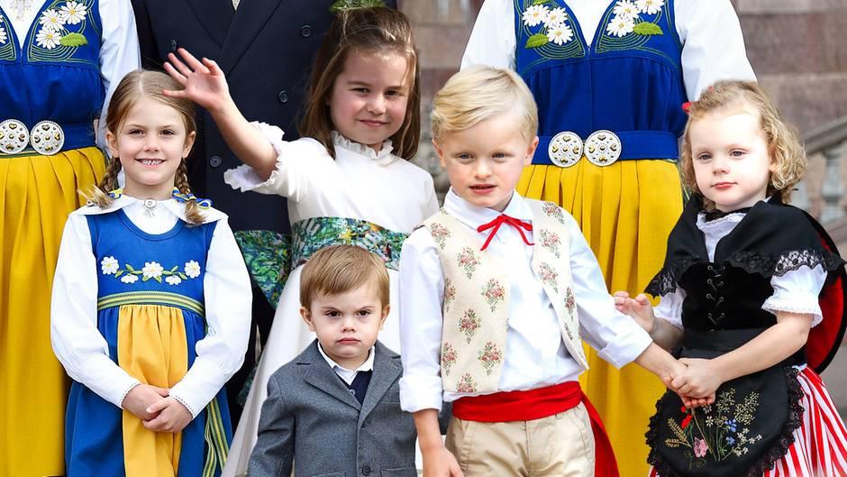 Prinzessin Estelle, Prinz Oscar, Prinzessin Charlotte und die Zwillinge aus Monaco