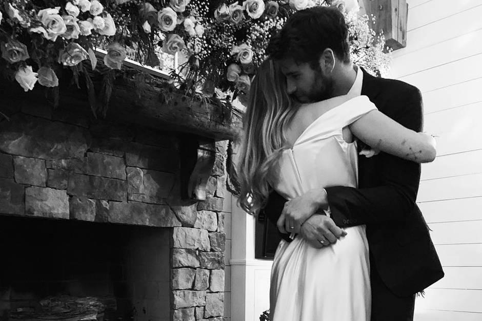 Miley Cyrus und Liam Hemsworth: Hat sie eigentlich seinen Nachnamen angenommen?