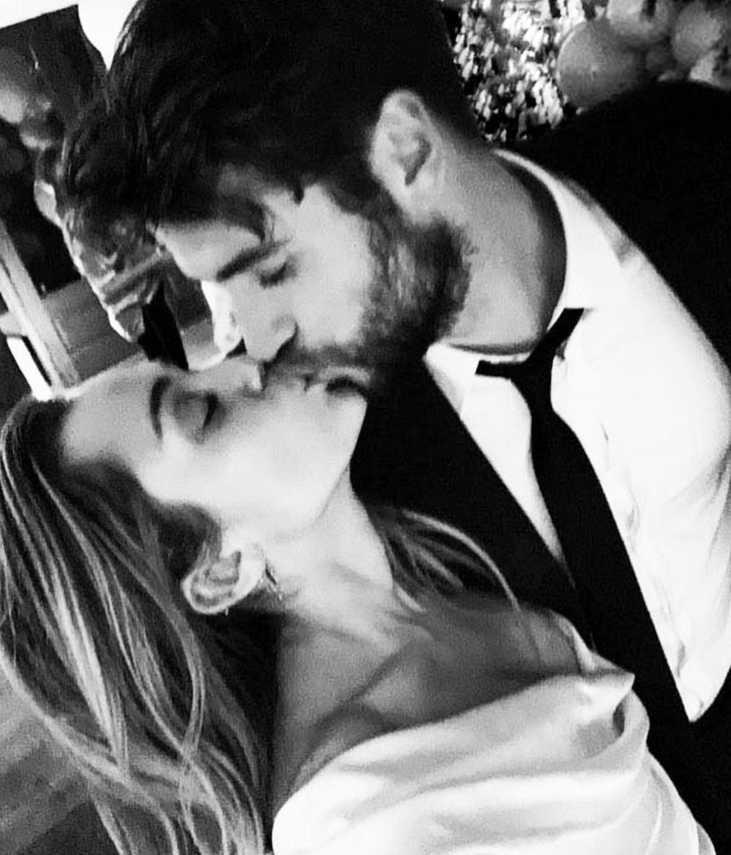 Dezember 2018  Mit diesem Bild bestätigt Miley Cyrusdie heimlicheHochzeit.