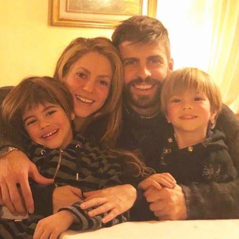 28. Dezember 2018  Shakira wünscht mit Piqué und den zwei Kindern Sasha und Milan ihren Fans und Followern frohe Feiertage.