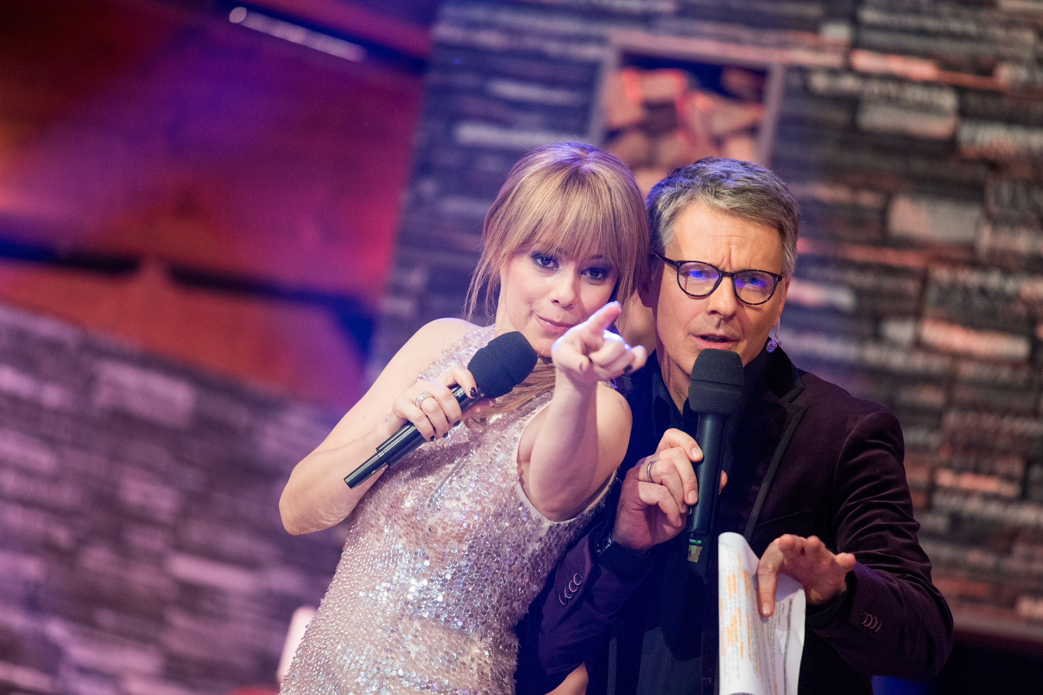 "Francine Jordi mit Jörg Pilawa bei der ""Silverstershow"" 2017."