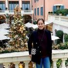 """""""Stil loving the holiday spirit"""", schreibt Ana Ivanovic zu diesem Schnappschuss von sich vor weihnachtlicher Kulisse. Die schöne Ehefrau von Star-Kicker Bastian Schweinsteiger ist sicherlich nicht der einzige Weihnachts-Fans, der die Tage zwischen Heiligabend und Silvester in vollen Zügen genießt."""