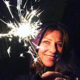 Prinzessin Märtha Louise begrüßt das neue Jahr gut gelaunt und mit einer Wunderkerze in der Hand. Die norwegische Prinzessin gewährt auf Instagram regelmäßig herrlich bodenständige Einblicke in ihr Leben.