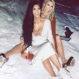 """""""Happy New Year from me and Paris Hilton"""", schreibt Reality-Star Kim Kardashian zu diesem Bild und dürfte bei dem ein oder anderen User für Verwirrung sorgen. Einst waren die beiden It-Girls nämlich beste Freundinnen und traten in der Partyszene stets gemeinsam auf. Dann kühlte ihre Freundschaft ab, angeblich wegen Eifersucht und Missgunst. Doch diese Differenzen scheinen die beiden mittlerweile hinter sich gelassen zu haben."""