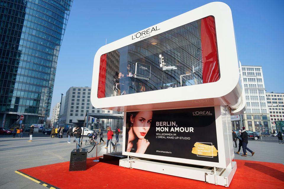 Lassen Sie sich von einem L'Oréal Paris Glam-Profi stylen