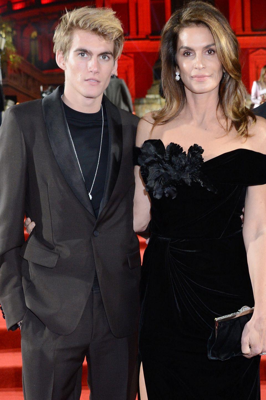 Cindy Crawford wird sicherlich nicht erfreut über die Verhfatung ihres Sohnes Presley Gerber sein.