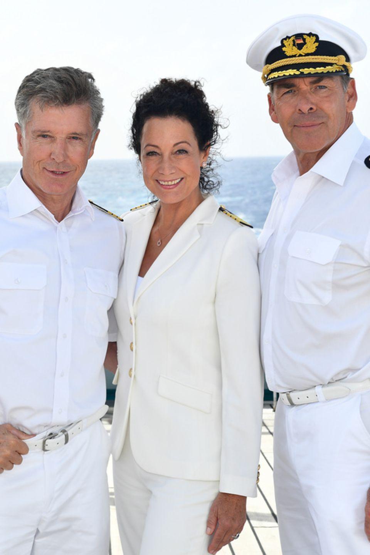 """Für Sascha Hehn (r.) endet die Reise auf dem """"Traumschiff"""". Seine Kollegin Nick Wilder (Dr. Wolf Sander) und Barbara Wussow (Hoteldirektorin Nina Liedpold) geht die Reise Ende 2019 weiter."""
