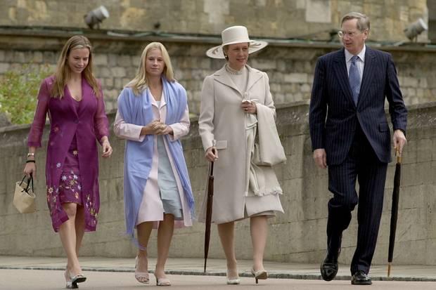 Die Familie Gloucester zeigt sich nicht oft in der Öffentlichkeit. Hier besuchen der Herzog und die Herzogin mit ihren Töchtern den 80. Geburtstag von Prinz Philip (2001)