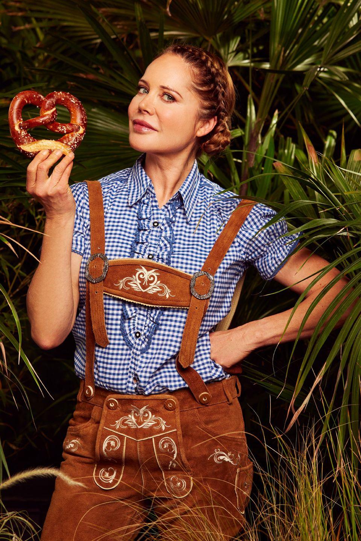 """Doreen Dietel  10 Jahre lang spielt Doreen Dietel eine Hauptrolle in der Serie """"Dahoam is Dahoam"""". Vor zwei Jahren eröffnet sie ihr eigenes Café am Tegernsee. Seit kurzem ist Doreen wieder Single. Sie und ihr Lebensgefährte, der Papa ihres Sohnes Marlow, haben sich im Guten getrennt."""