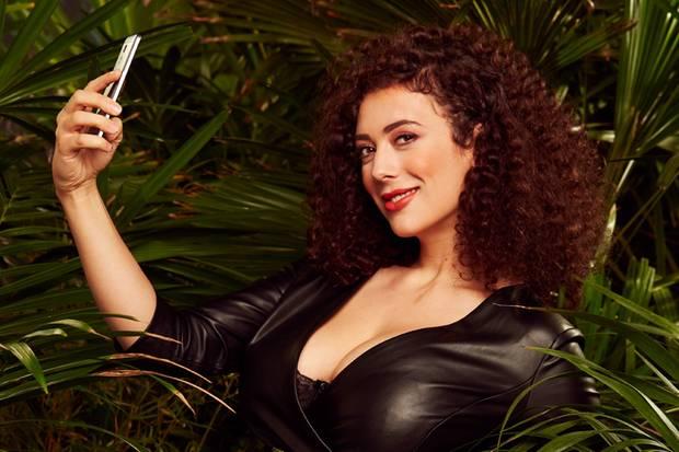 """Leila Lowfire  Sie wird für das nötige Knistern am Lagerfeuer sorgen: Leila Lowfire. Mit der Sex-Expertin wird es kurvig im Dschungelcamp 2019. Ob sie dem einen oder anderen Mitcamper schlüpfrige Geheimnisse entlocken kann? Nackt sein ist für sie übrigens so gar kein Problem – das hat sie schon vor """"Ich bin ein Star – Holt mich hier raus!"""" angekündigt."""