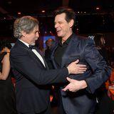 """Regisseur und Produzent Peter Farrelly scherzt mit Komiker und Schauspieler Jim Carrey. Die beiden kennen sich noch vom gemeinsamen Film """"Dumm und dümmer""""."""