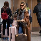 Selbst Hollywood-Größe Sienna Miller hat bei Mano geshoppt und zu dem klassischen Modell gegriffen. Sie zieht ihn unter anderem auch auf Reisen an.