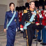 Zum Neujahrsempfang am 4. Januar 2019 strahlt Prinzessin Mary in einem royalblauen Abendkleid. Doch dieser Look ist nicht neu. Mary trug dieses Kleid bereits schon viermal - zu demselben Anlass ...