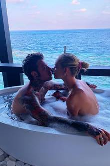 Star-Bloggerin Chiara Ferragni und ihre große Liebe Fedez bringen das Badewasser zum Kochen. Das Ehepaar verbringt romantische Tage auf den malerischen Malediven.