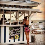 """""""Die schönsten Beine der Welt"""" kommentiert beispielsweise ein User auf Instagram dieses Foto. Tatsächlich kann sich Annemaries Beach-Body mehr als sehen lassen."""