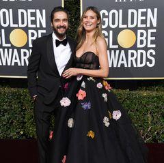 Kurz nach ihrer Verlobung mit Tom Kaulitz blüht Heidi Klum auf dem Red Carpet nochmal richtig auf. Das Topmodel bezaubert in einem blumigen Look vonMonique Lhuillier.