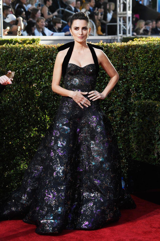 Penélope Cruz zeigt sich stilsicher in einer Robe von Ralph & Russo.