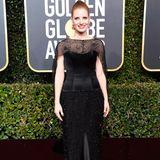 Jessica Chastain sieht in dem schwarzen Burberry-Kleid fast schon zu blass aus.