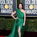 Im glamourösen Smaragd-Look strahlt Catherine Zeta-Jones bei den Golden Globes als Hollywood-Göttin.