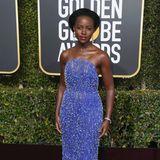 In glamourösem Blau leuchtet Lupita Nyong'o. Das Kleid stammt von Calvin Klein by Appointment.