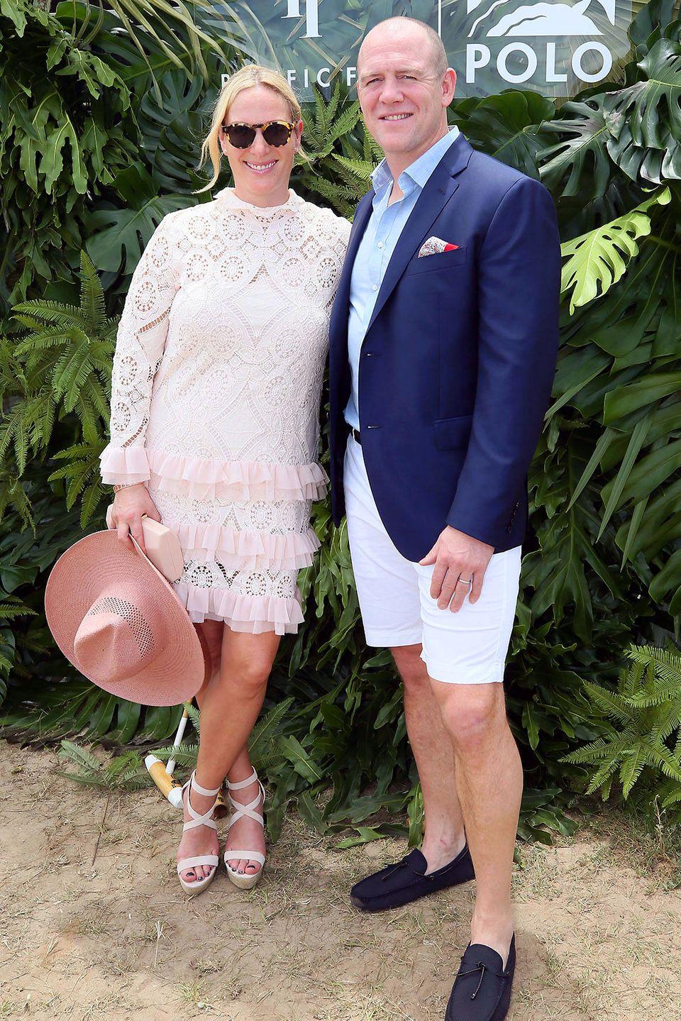 """6. Januar 2019  Zara Phillips und Ehemann Mike Tindall haben sich für das """"2019 Pacific Fair Magic Millions Polo Turnier"""" im australischen Goald Coast in Schale geworfen und genießen den Tag bei bestem Wetter."""
