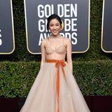 Wunderschön verpackt hat sich Constance Wu im Nude-Look von Vera Wang.