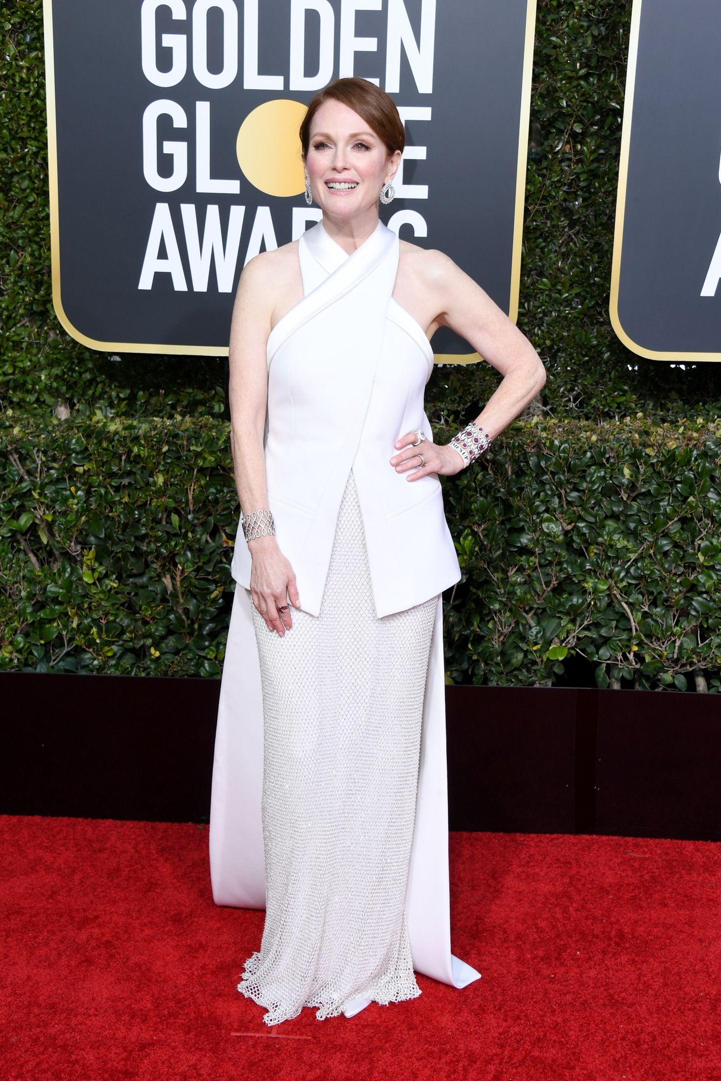 Zeitlos schön präsentiert sich auch mal wieder Julianne Moore, hier im weißen Neckholder-Dress von Givechy Haute Couture.